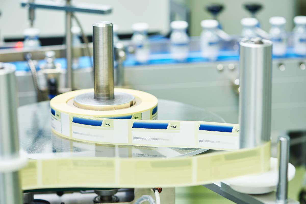 Etikettenrolle in der Druckmaschine